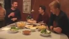 Orgie gay avec la sodomie à la chaîne au menu