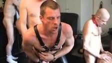 Gays soumis maltraités pendant une partouze